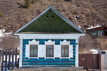 Pastel coloured log cabin