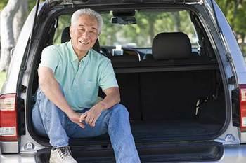 smiling-in-car