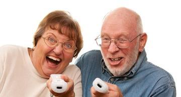 Seniors%2520playing%2520wii
