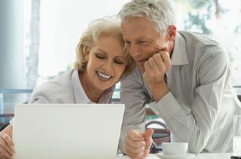 senior_couple_laptop