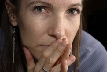 worried 40s woman